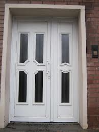 Miért jobbak a műanyag bejárati ajtók és ablakok?
